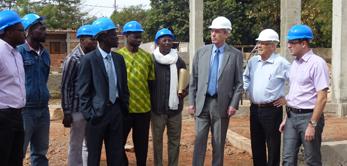 Le 8 janvier 2013, l'Ambassadeur de France au Mali Christian Rouyer a visité le chantier de l'hôtel ONOMO.
